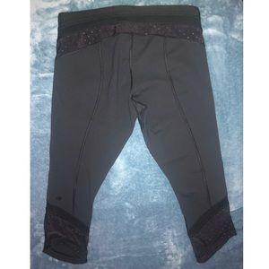 LULULEMON black crop leggings w mesh detail
